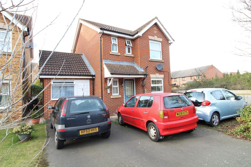 3 Bedrooms Detached House for sale in Fantastic buy in Leagrave, three bedrooms plus one bedroom annex